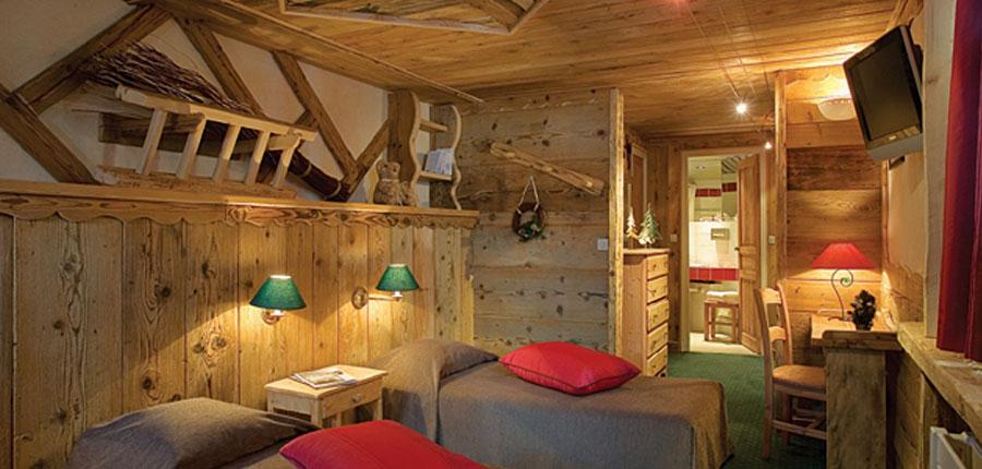 Hotel Des Trois Vallees twin bedroom